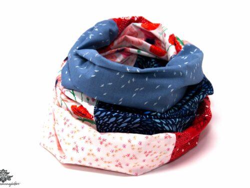 Blaues Tuch mit rot