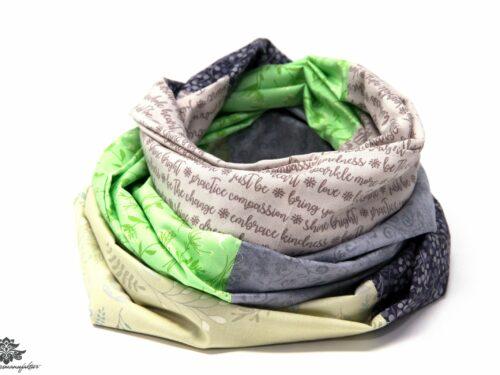Kleidung aufpeppen Farbe Loop Schal grün grau beige