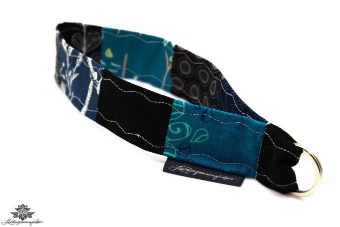 Kurzes Schlüsselband blau schwarz