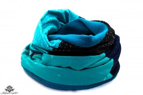 Schwarzer Schal mit petrol