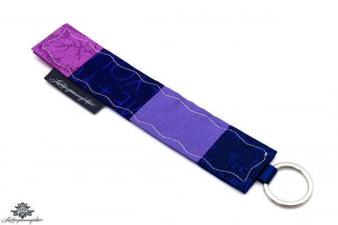Patchwork Schlüsselanhänger lila blau