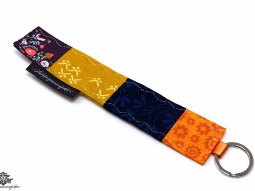 Schlüsselanhänger lila blau Stoff genäht