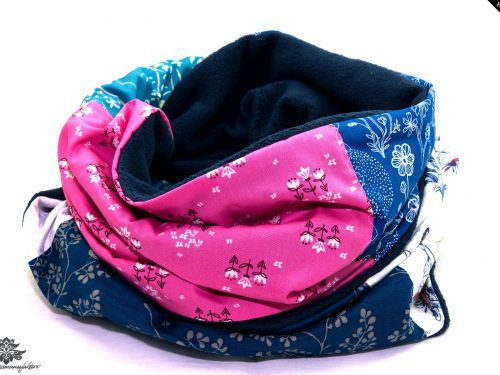 Loop blau weiss pink Winterschal