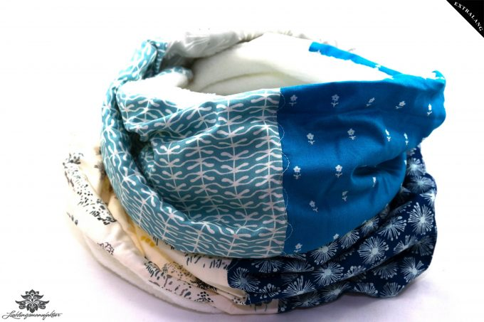 Blauer Schal mit Fleece