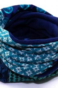 Blauer Loopschal Winter