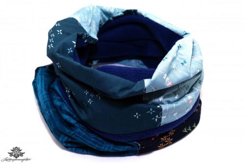 Blauer Schal Winter