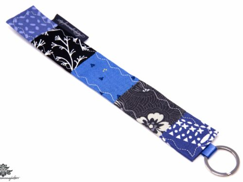 genähter Schlüsselanhänger blau
