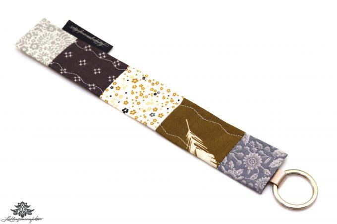 Schlüsselanhänger beige handmade